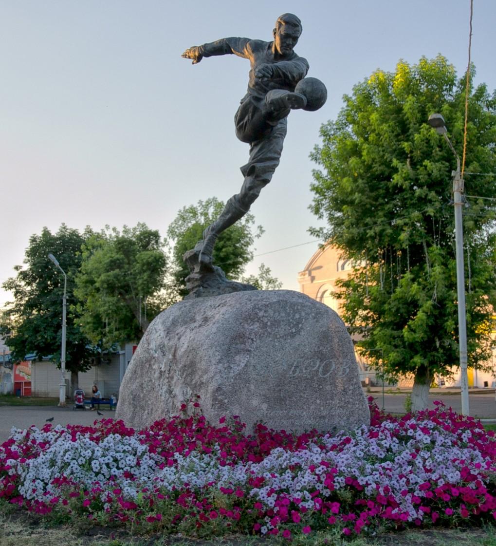 58-Pamjatnik-Vsevolodu-Bobrovu-v-Morshanske